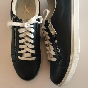 EUC Brash Vegan Leather Lace Up Sneakers
